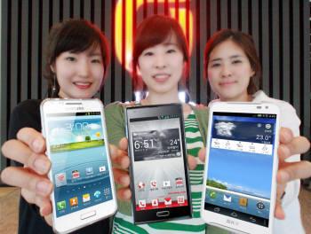 KT는 이달 최신 하드웨어 사양의 LTE 스마트폰 3종을 선보여 단말 라인업을 확대한다. 삼성전자 `SHV-E170K`, LG전자 `옵티머스 LTE2`, 팬택 `베가레이서2`(왼쪽부터).