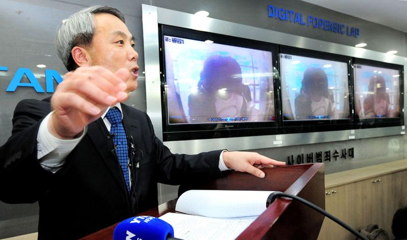 2011년 4월 11일 현대캐피탈 고객 개인정보 해킹 사건을 수사 중인 이병하 서울지방경찰청 수사과장이 중간수사 결과를 발표했다. 경찰은 이날 해커 일당 중 한 명이 농협 동구로지점과 외환은행 한 지점의 현금인출기에서 돈을 찾는 모습이 찍힌 CCTV 영상을 확보했다고 밝혔다.