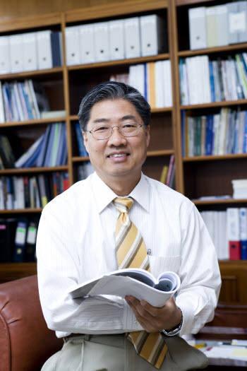 [이사람]정완균 신임 한국로봇학회장