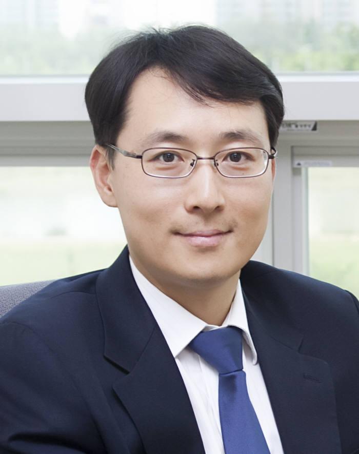 KAIST 윤준보 교수 50㎚ 나노선 200만 가닥 2시간만에 생산