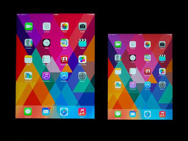[사진 출처=아난드테크]화면 좌측 하단을 보면 아이패드 미니2(오른쪽)의 빨간색이 아이패드 에어보다 더 연하게 표시됨을 알 수 있다.