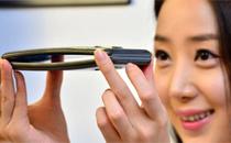 왜 휘어진 스마트폰을 만드는가?