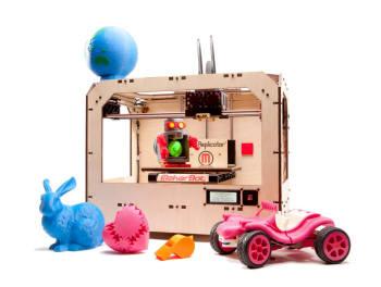 3D 프린터 대중화 시대를 이끈 메이커봇은 최근 1700달러짜리 `리플리케이터`를 내놓고 시장 공략을 강화하고 나섰다.