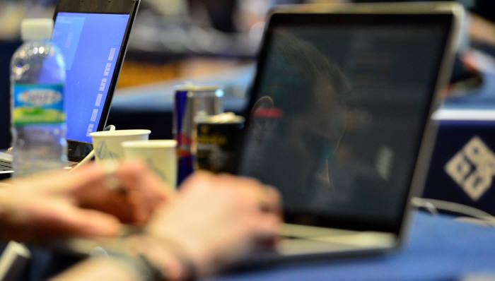 사이버공격 급증으로 정보보호 기업 인기가 높아지고 있다.