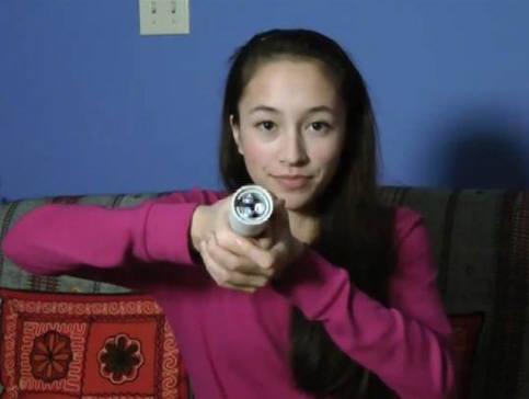 손바닥 열로 충전하는 손전등을 발명한 15살 소녀 앤 모코신스키