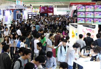 지난해 열린 월드IT쇼 모습. 19개 나라에서 16만8000여명이 전시회를 찾았다.