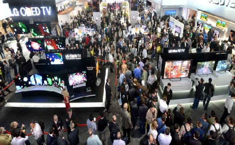 [CES 2014] Samsung Electronics and LG Electronics are fighting a pitched battle to become the star of the consumer electronics show