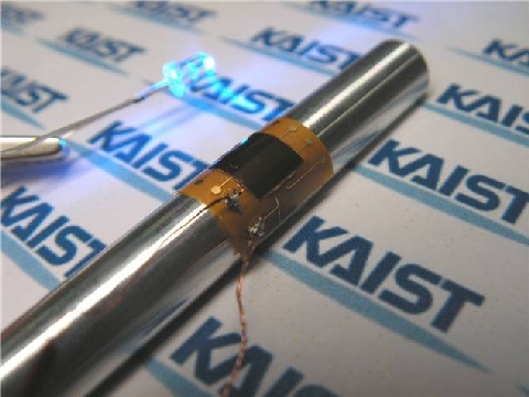 KAIST developed easily bending wearable computer packaging technology using new material