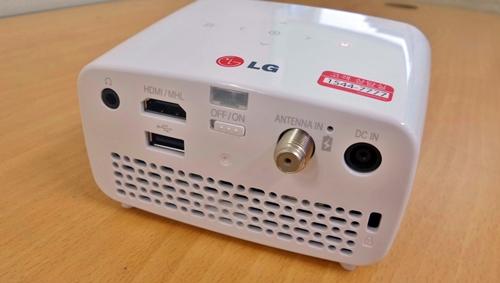 [이버즈리뷰] LG전자, 가장 작은 미니빔 TV 'PH250'