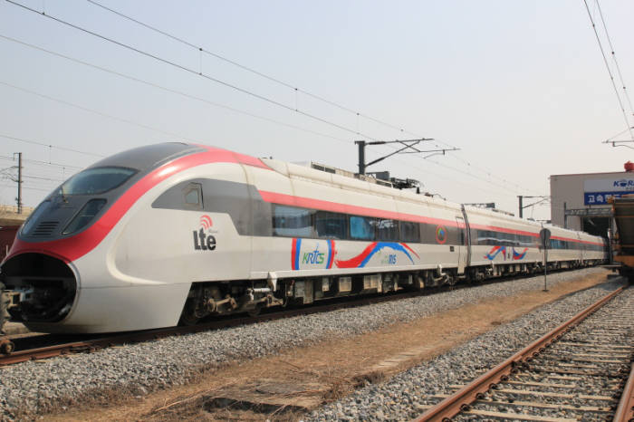 Pilot operation of a train installed with LTE-R.