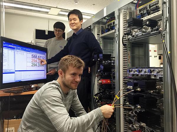 SKT, 현재의 3밴드보다 2배 더 빠른 600Mbps 시연 성공