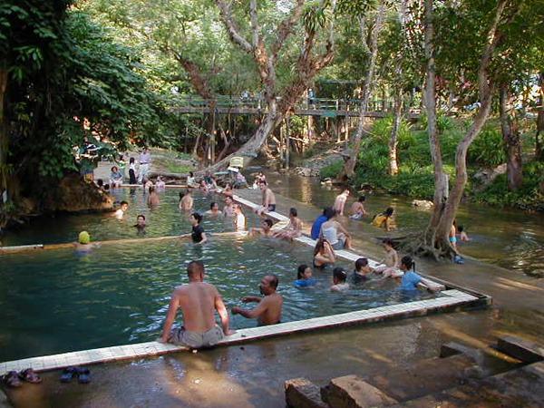 온천수영장옆에 계곡이 있는 태국 힌닷온천