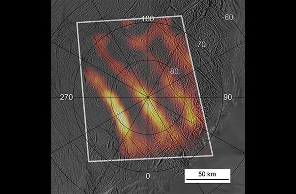 엔셀라두스에서 발견된 유명한 호랑이줄무늬 열 지도.  오랜 균열이 엔셀라두스 남극의 얼음을 녹여 물을  증발시킴에 따라 지각아래의 물이 분출됐다. 이는 급속히 냉각돼 물얼음입자가 됐다. 사진=나사,JPL,칼테크
