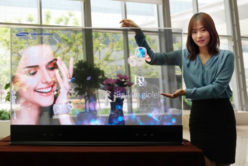 A model is introducing Samsung Display's 55-inch transparent OLED display.  This transparent OLED boasts world's best penetration ratio of 45%.