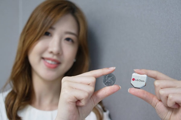 LG Chem newly released coin-sized Hexagon Battery that is used for Smart Watches.  By letting this battery lead, it is planning to reach number 1 position in global small-battery market in 2018.