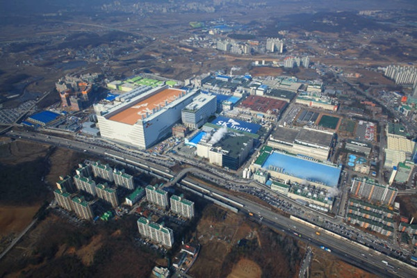 Panoramic view of SK Hynix's Icheon Campus that has M14 fabrication facility