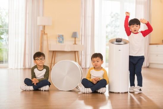 LG전자는 최근 에어 솔루션 브랜드 `퓨리케어`를 론칭하고 공기청정기 신제품 4종을 선보였다.
