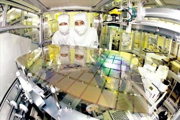 Samsung Display's medium and small-sized Tangjeong Factory's production lines