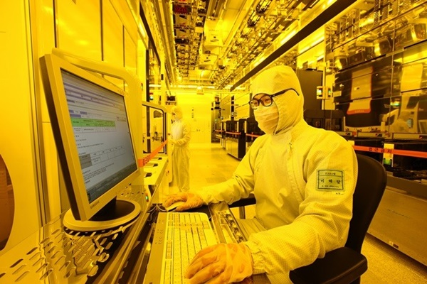A researcher from Samsung Electronics' semiconductor's production facility is looking at progress of processing through a monitor.