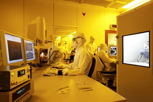 Research team from University of New South Wales in Australia implemented 2-bit Quantum Computer.  Picture = University of New South Wales