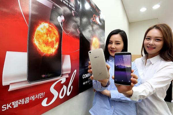 SK텔레콤은 TCL과 협력해 보급형 스마트폰 '쏠'을 오는 22일 내놓는다.