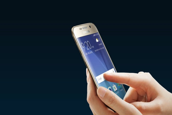 Demonstration of touch input on Samsung Electronics' Smartphone called 'Galaxy S6' (Reference = Samsung Electronics)