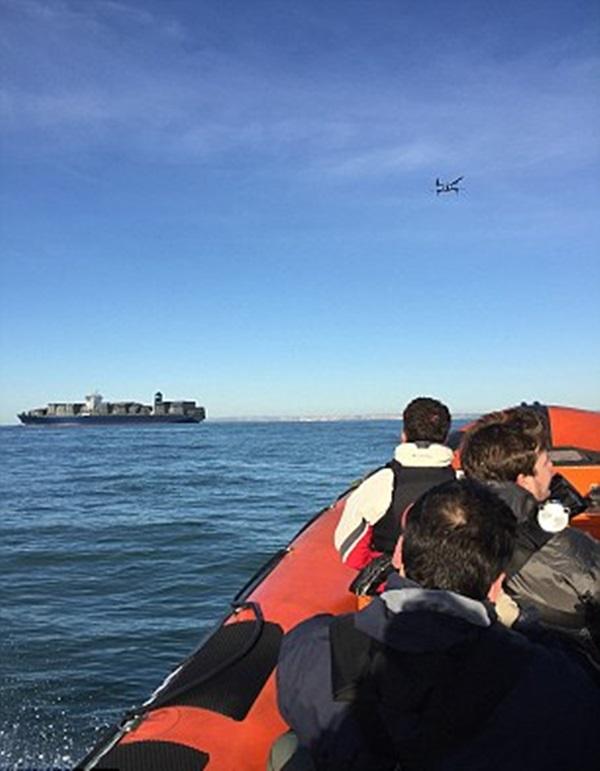 오큐에어가 영불 해협에서 드론의 뒤를 500미터 거리를 두고 쫓고 있다. 사진=오큐에어