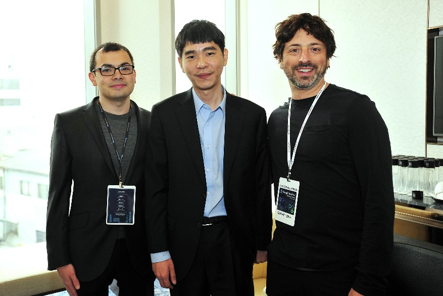 이세돌 9단이 3국 직전 데미스 하사비스 `딥마인드` CEO(왼쪽)와 구글의 공동 창업자인 세르게이 브린 알파벳 사장(오른쪽)과 함께 했다.
