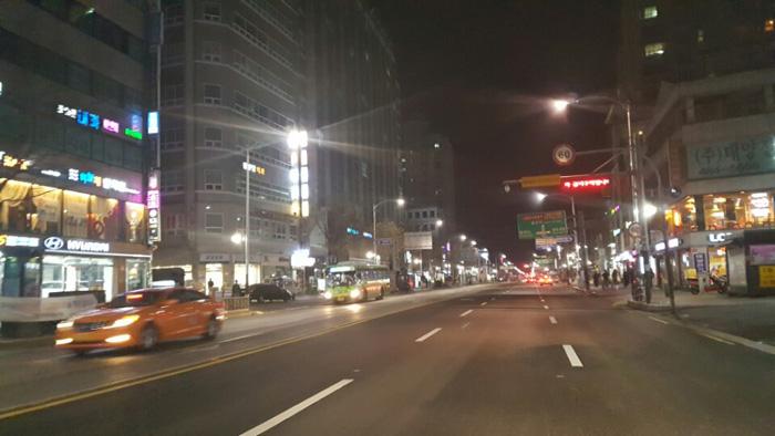 천호4거리 주도로의 일요일 저녁 풍경