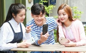 """""""아이폰SE 온다"""" 삼성 대화면 갤럭시J로 '찬물'"""