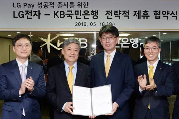 LG Electronics and KB Bank signed off on strategic alliance regarding LG Electronics' next-generation mobile payment service called 'LG Pay'.  LG Pay has maximized level of versatility by being South Korea's first FinTech service to have IC technology.  Starting from the left: Department Head Lee Keon-woo of LG Electronics' MC Product Planning Group, Director Kim Hong-joo of LG Electronics' MC Product Planning Group, Department Head Kang Dae-myung of KB Bank's Future Channel Headquarters, and Department Head Moon Young-eun of KB Bank's Smart Strategy Department.