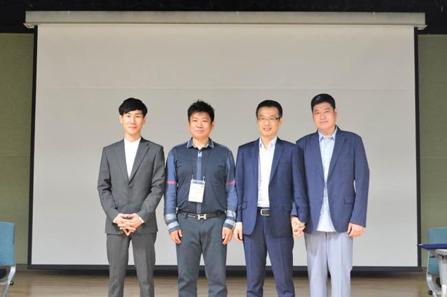 한국 웹툰의 중국 진출을 위한 전략적 MOU 체결 했다. (왼쪽부터) 진코믹스 진기민 대표, IIE STAR그룹 제임스창 회장, K STONE 왕홍쥔 대표, 디콘E&M 이형근 대표.
