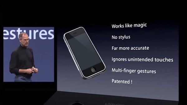 2007년 아이폰 발표를 위해 무대에 선 故 스티브 잡스 애플 前 CEO
