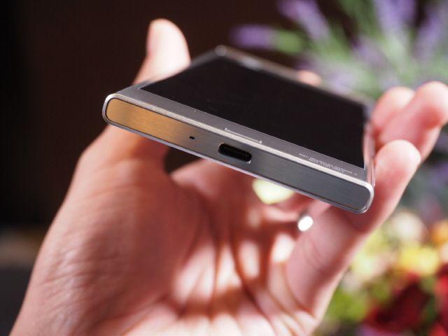 소니 엑스페리아XZ, USB 타입C 커넥터가 적용됐다.