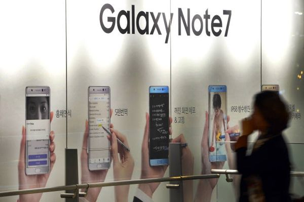 Samsung Electronics has temporarily stopped producing Galaxy Note 7s.  Advertisement booth of Galaxy Note 7 that is located at Samsung Electronics' D-light Shop in Seocho-dong on the 10th.  Staff Reporter Kim, Dongwook | gphoto@etnews.com