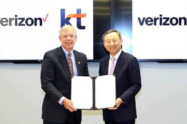 Although KT finished developing technical standards of 5G that will be used for 2018 Pyeongchang Winter Olympics in last March, it could not made them public for a while due to an agreement with its consultative group.  However, it was able to introduce them as it co-developed standards with Verizon.  Picture of Chairman Hwang Chang-kyu of KT (right) and CEO Lowell McAdam of Verizon taking a commemorative picture at Verizon Headquarters after signing off on a MOU.