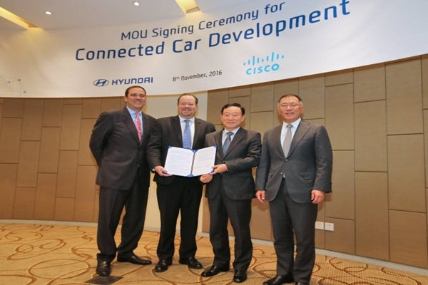 CEO Chuck Robbins of CISCO, Chief Vice-President James Peters of CISCO, Vice-President Hwang Seung-ho of Hyundai Motor Company Automotive Intelligence Business Department, Vice-Chairman Jung Oui-seon of Hyundai Motor Company