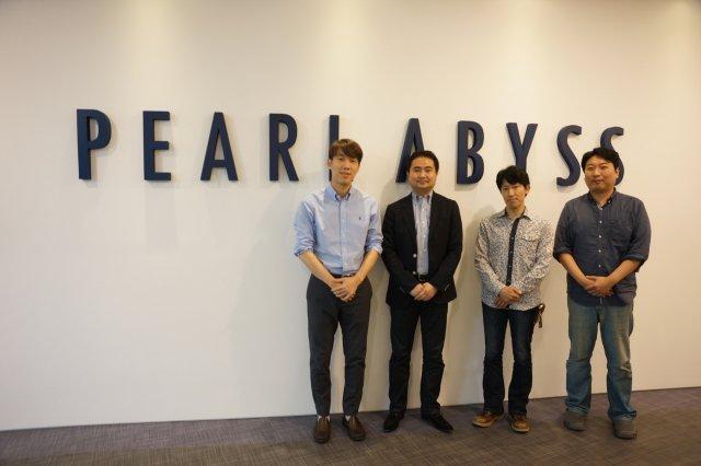 펄어비스와 실리콘 스튜디오의 업무 협약식. 왼쪽부터 정경인 대표, 타케히코 테라다 대표, 카와세 마사키 수석 엔지니어, 김대일 프로듀서