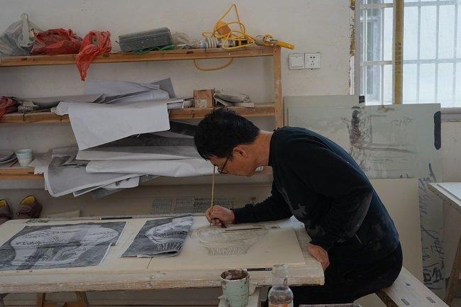 중국 징더전 작업장에서의 이승희작가