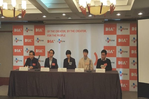 CJ E&M held a press conference at a press center on the 23rd and announced that it will launch DIA TV, which is a broadcasting channel that specialize in MCN, on the 1st of January of 2017.  (Starting from the left) General Manager Lee Hak-seong of DIA TV, Department Head Hwang Hyeong-jun of DIA TV Headquarters, Ssin Nim, Banzz, and PD Yang Song-cheol of DIA TV