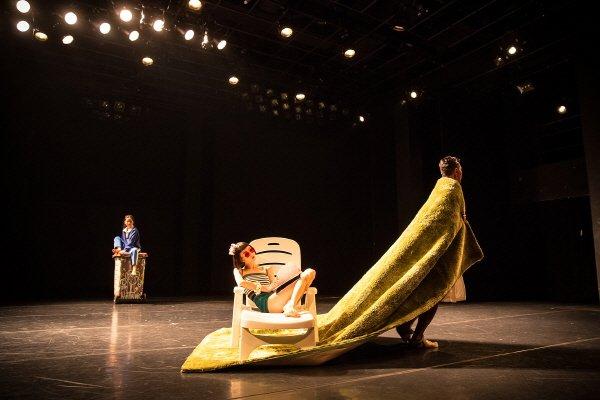 '당신의 바닥' 공연사진. 사진=한국문화예술위원회 제공