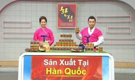 베트남 SCJ의 '한국 상품 골든존' 프로그램에서 쇼호스트들이 한복을 입고 '한국 홍삼'을 판매하고 있다. 사진=CJ오쇼핑 제공