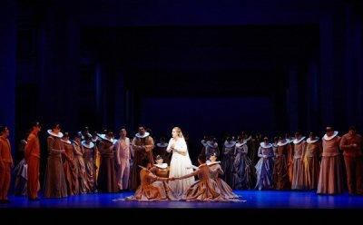 [ET-ENT 오페라] 비현실적인 색감으로 둘만의 사랑에 집중한 '로미오와 줄리엣'