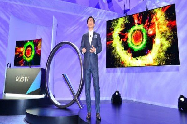 'Samsung First Look 2017' was held in Las Vegas on the 3rd (U.S. time).  President Kim Hyeon-seok is introducing Samsung Electronics' QLED TVs.  Las Vegas = Staff Reporter Kim, Dongwook | gphoto@etnews.com