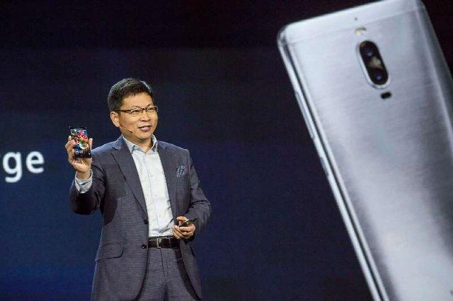 [CES 2017] 화웨이 스마트폰에 AI 장착, 구글·아마존 협력 강화