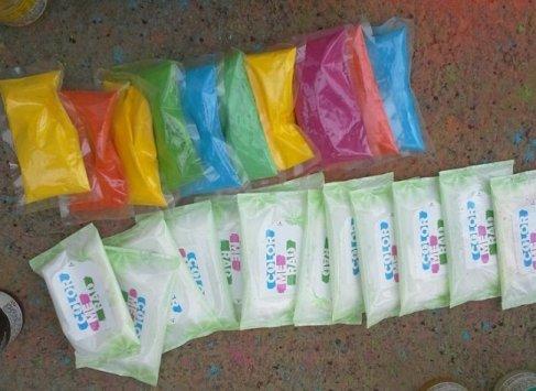 컬러런에서 나눠주는 다양한 색상의 가루