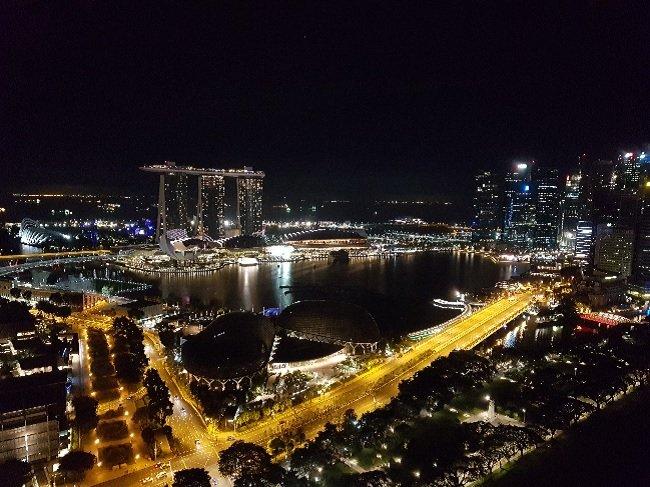 싱가폴의 머라이언 공원과 센즈호텔이 보여주는 야경 (복합개발로 멋진 경관을 보여주는 예)