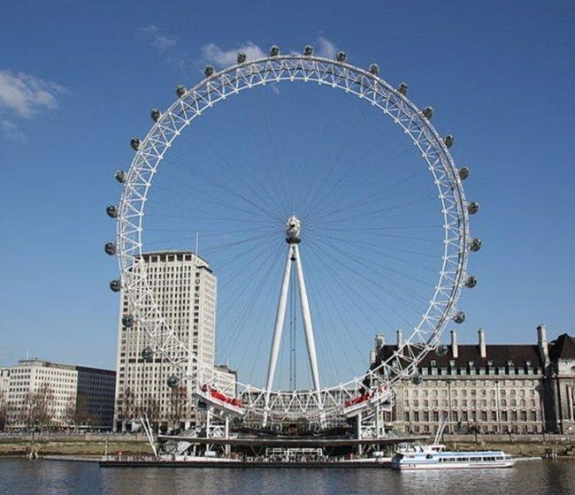 영국 런던의 런던아이 (밀레니엄을 기념하기 위해 만든 대 관람차)