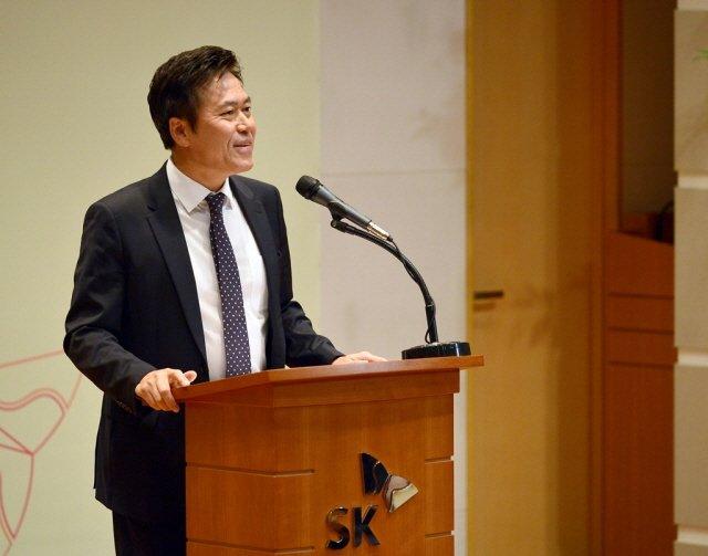 지난 2일 SK텔레콤 을지로 본사에서 열린 시무식에서 SK텔레콤 박정호 사장이 신년사를 발표하고 있는 모습.