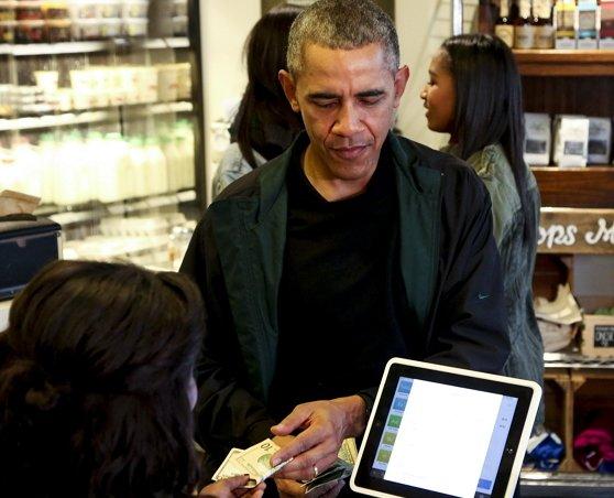고별을 앞둔 오바마, 재직 당시 '생필품, 밥값' 모두 월급으로 구매